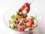 ステーキ宮 恵庭店のおすすめ4 色々混ぜて楽しいサラダバーにはめずらしい大きく深めのボウルを使い、混ぜやすさと食べやすさを追求しました。